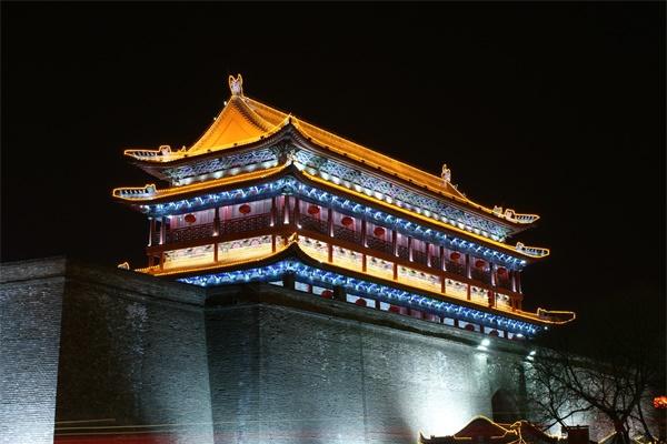 建筑夜景亮化照明要凸显屋顶的照明效果