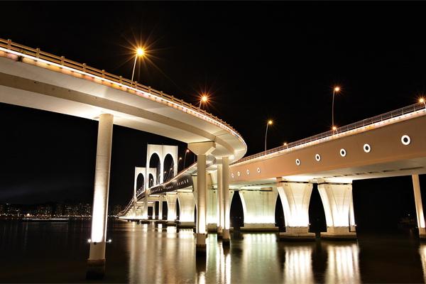 桥梁夜景灯光照明
