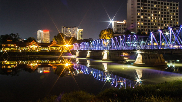 城市公园景观亮化灯光与环境相结合