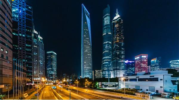 城市亮化工程要与景观环境相结合