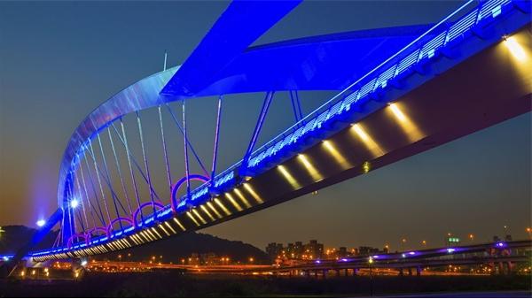 城市桥梁夜景亮化使城市更明更亮