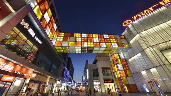 商业街灯光工程营造愉悦的购物消费气氛