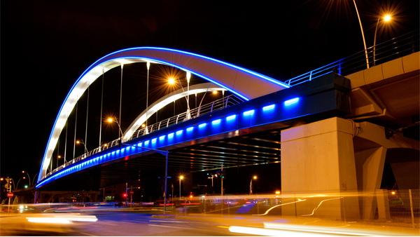 城市桥梁亮化工程达到美化城市夜景的效果