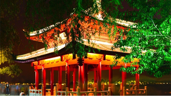 亮化工程是拉动城市夜经济的重要手段