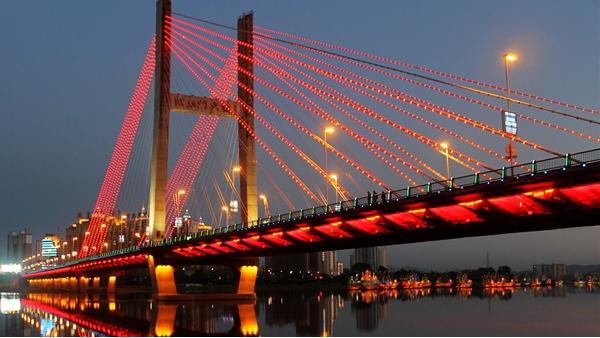 桥梁灯光亮化展现出桥梁亮化的个性美