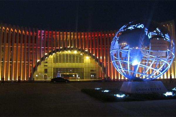 楼体外墙灯光亮化可以表现出建筑物的立体感