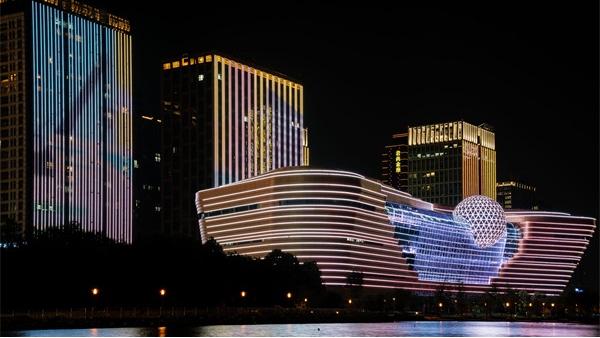 高层大楼灯光亮化融合现代化城市元素