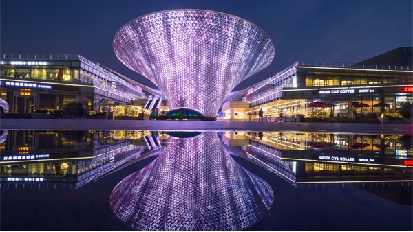 商业楼体亮化工程感受灯光带来的视觉享受