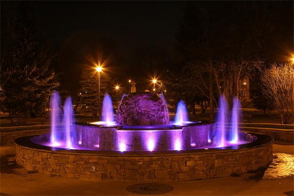 公园广场亮化设计应与主题环境符合