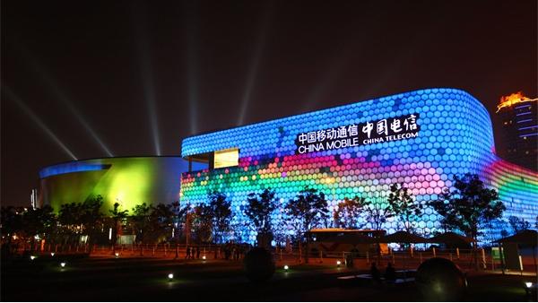 商业广场亮化达到建筑质的升华!