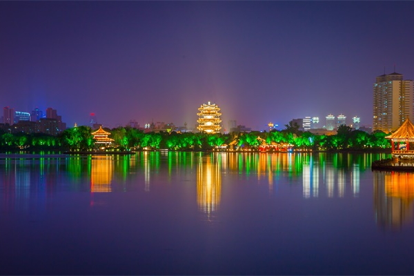 城市夜景灯光照明正在向智能化发展