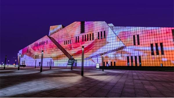 户外灯光设计是一种人文精神和文化的体现